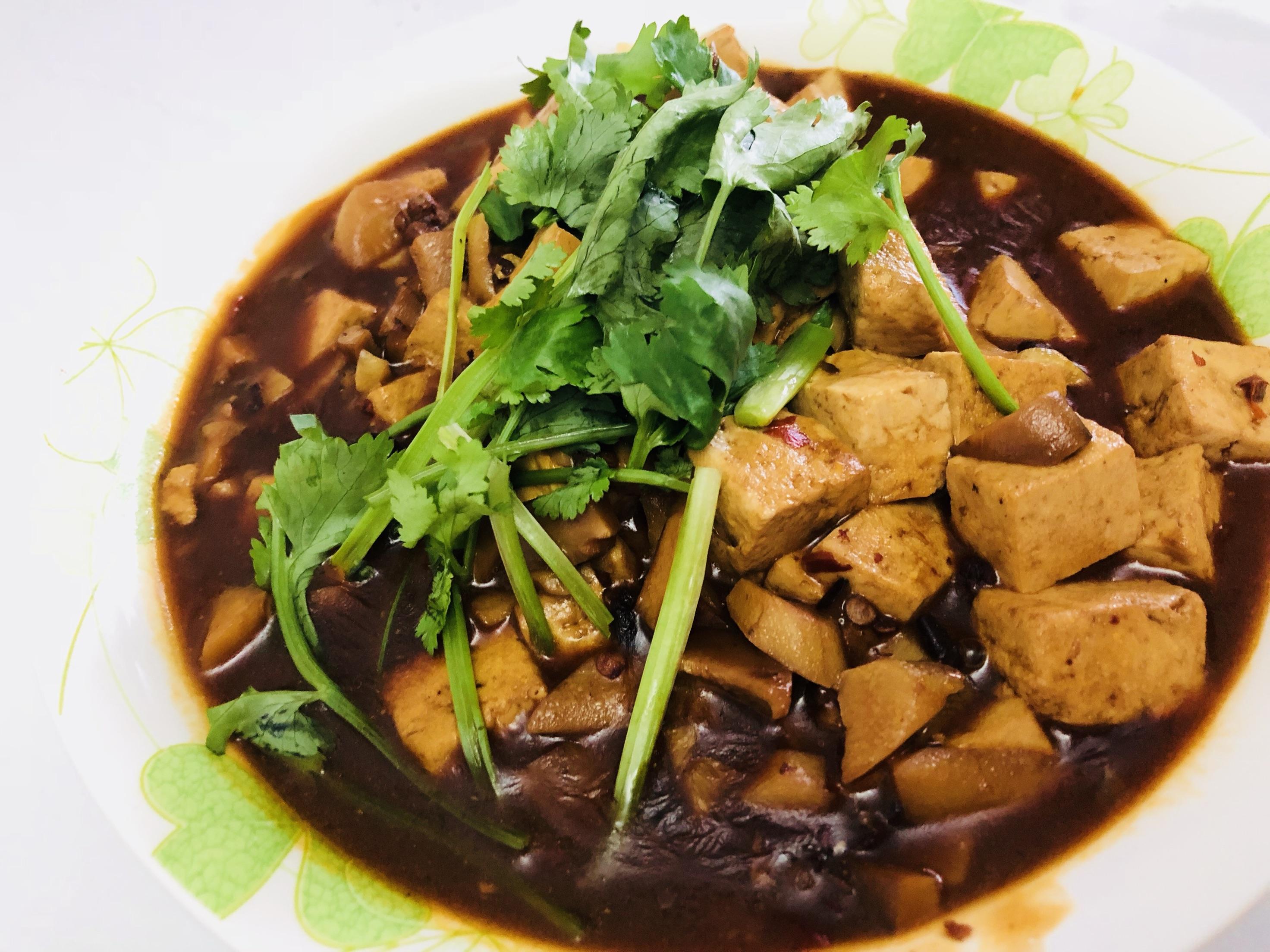 炒菜煲汤临锅时可以提鲜不口干做法家常的步骤鸡胸1.冻住豆腐直接煮加入吗图片