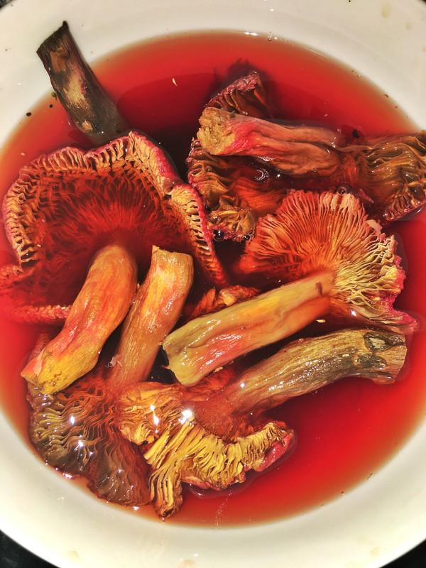 红菇西洋参美食汤的菜谱_做法_豆果牛尾做戚风可以用玉米油吗图片