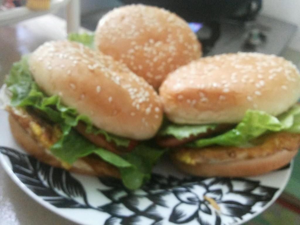 自制火腿鸡蛋汉堡包的做法步骤 3.