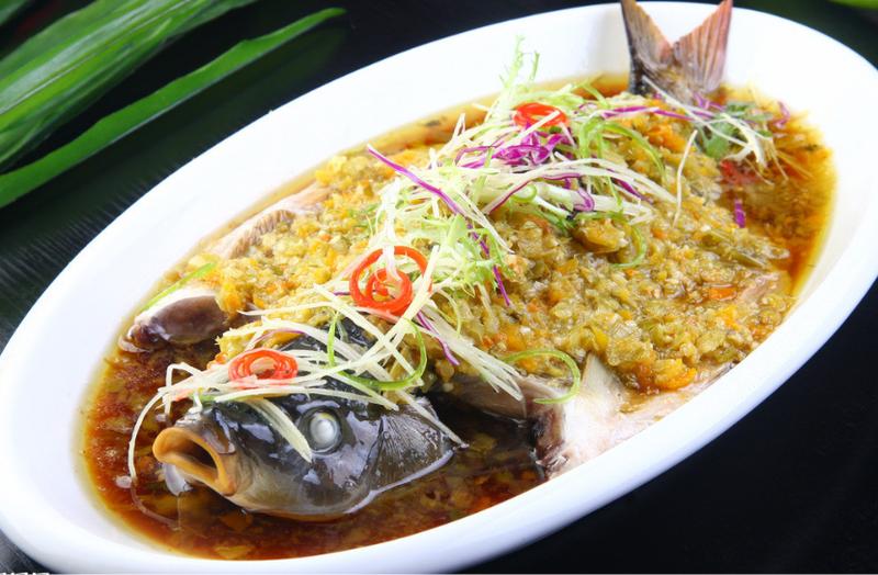 家常菜:咸鱿鱼蒸鲈鱼的做法