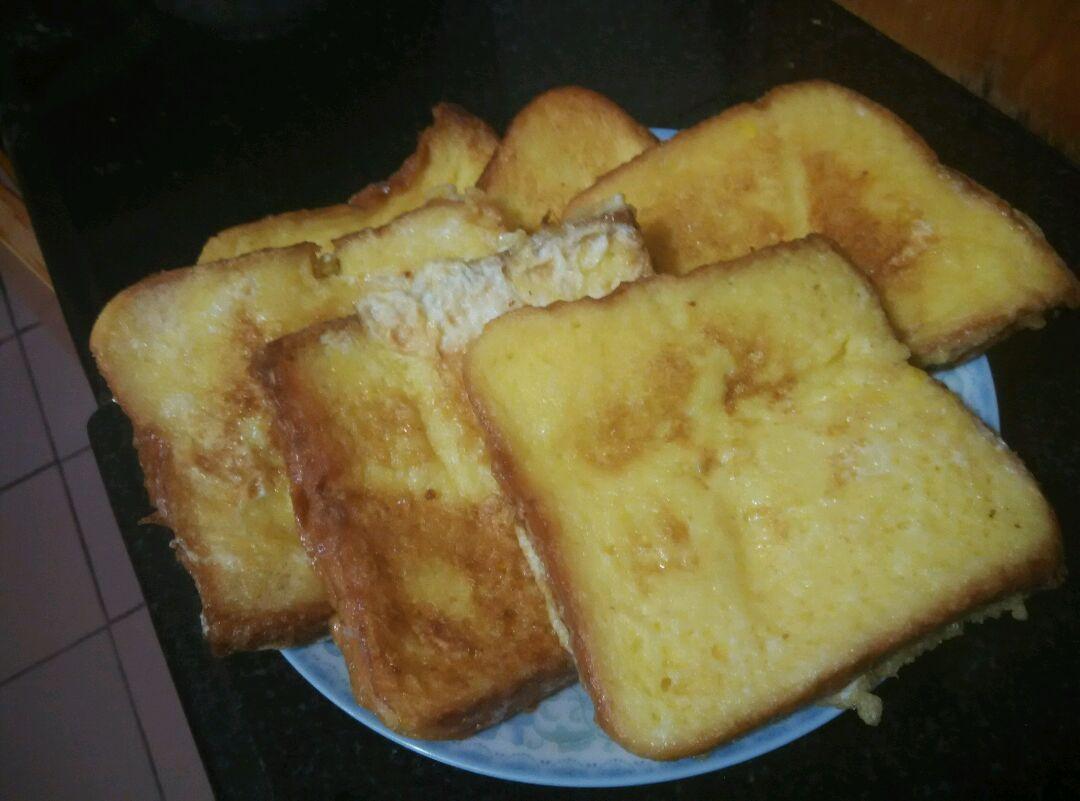 油炸鸡蛋裹土司