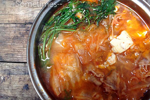美食金针菇豆腐肥牛煲的做法_泡菜_豆果菜谱老羊羥砸骨羊汤图片