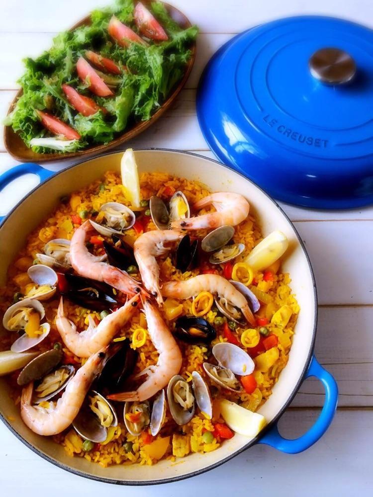 青豆1把 蒜3瓣 柠檬1个 藏红花适量 胡椒粉适量 西班牙海鲜饭(paella)