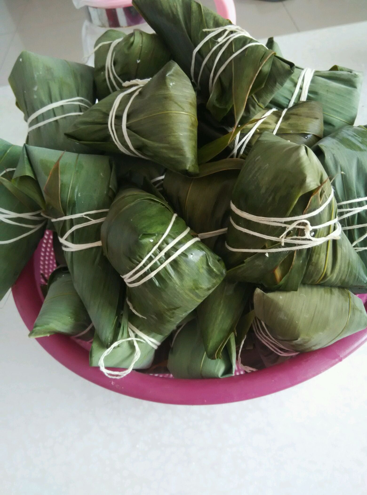 主料 粽夜3包 长粒江米3斤 无核蜜枣半斤 红豆半斤 粽子的做法步骤