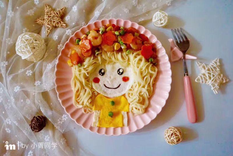 可爱的花环娃娃创意面条#单挑夏天