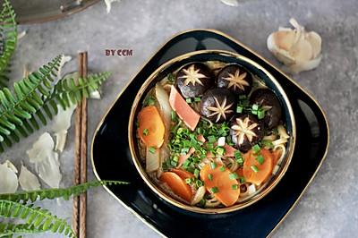 东北锅爆面---火腿肠香菇版