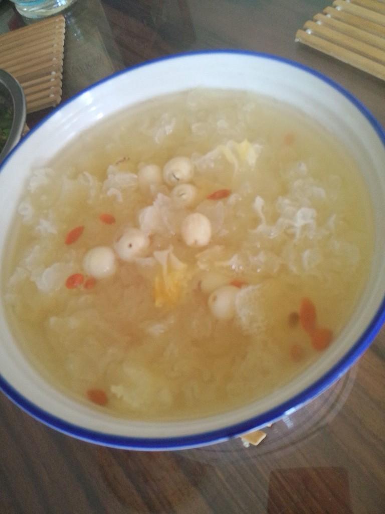 银耳莲子汤的做法图解5