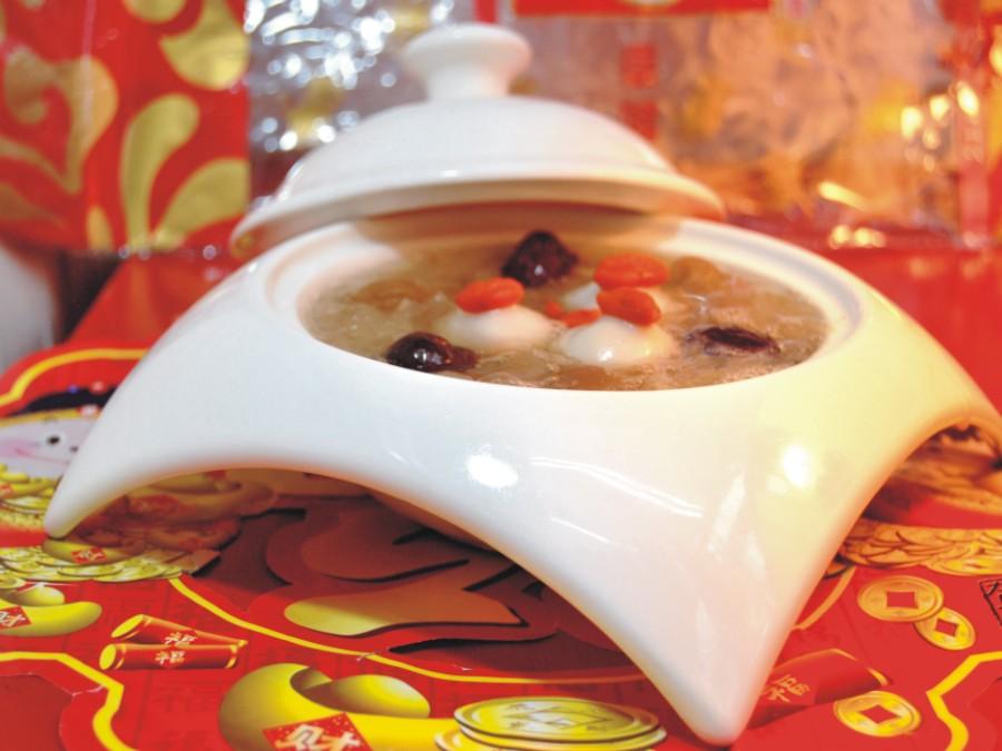 银耳红枣桂圆汤圆