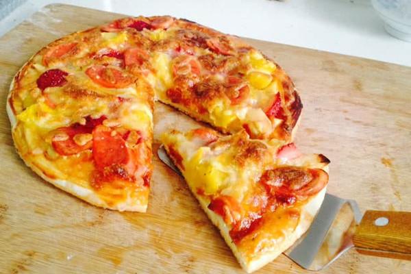 难度:切墩(初级)   时间:10~30分钟       主料 披萨饼皮1个 马苏