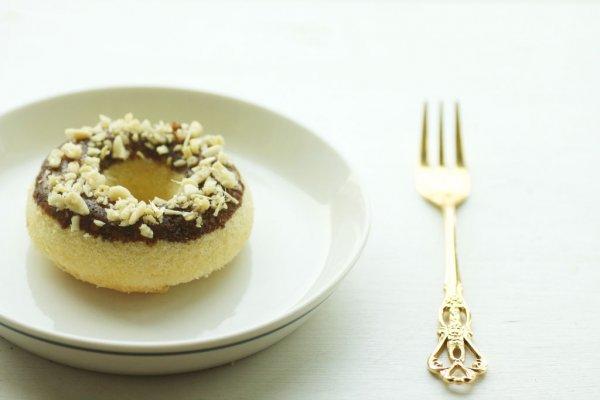 辅之以巧克力,干果来搭配,造型可爱的甜甜圈你喜欢不?