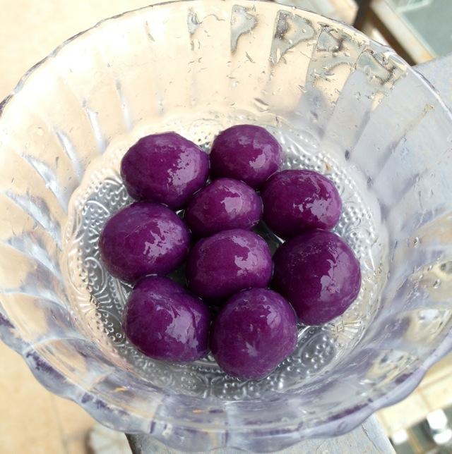 主料 紫薯3个 木薯粉1小碗 白砂糖适量 芋圆的做法步骤 小贴士