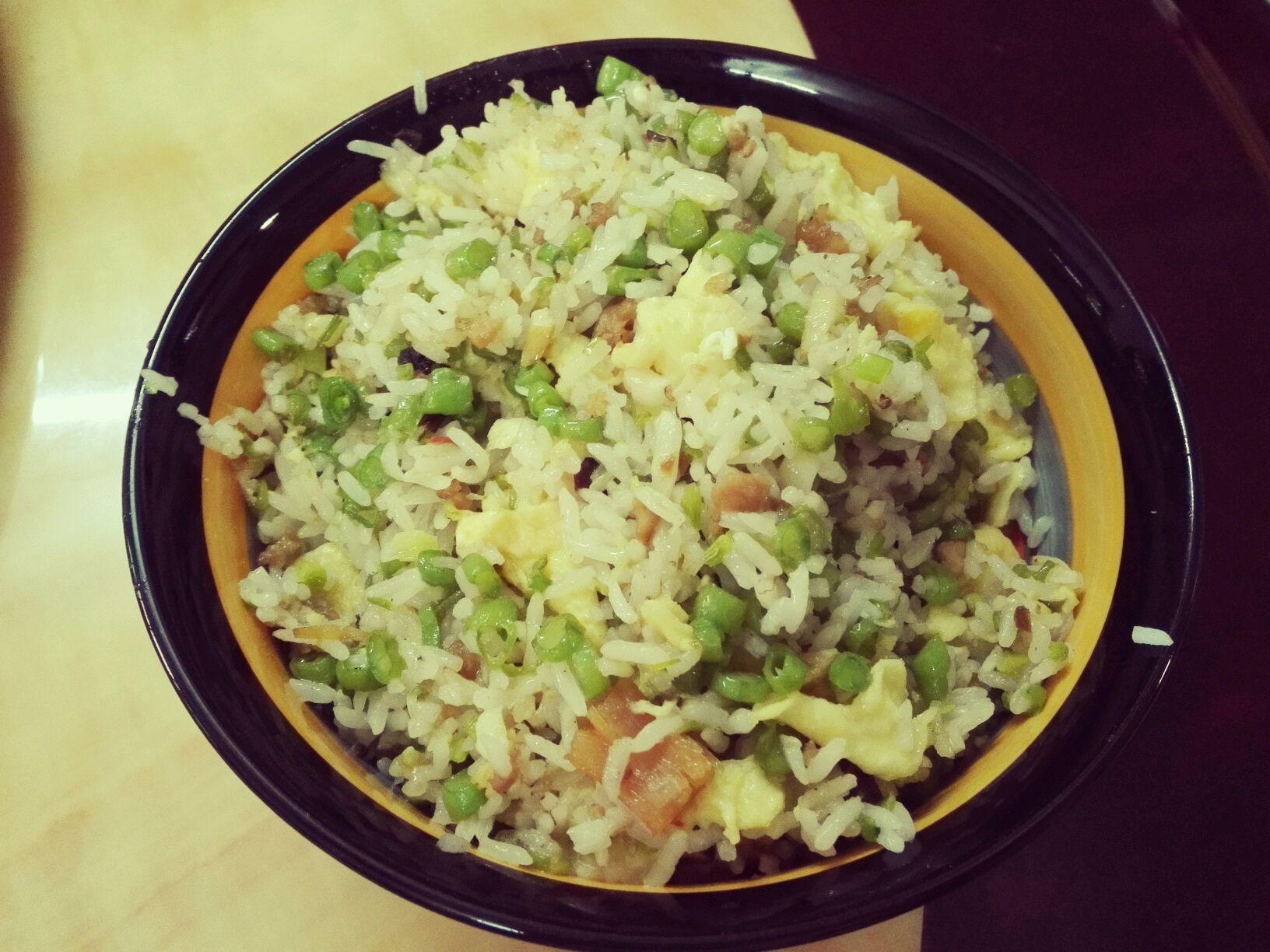 葱白少许 油少许 肉酱少许 隔夜米饭3碗 虹豆蛋炒饭的做法步骤