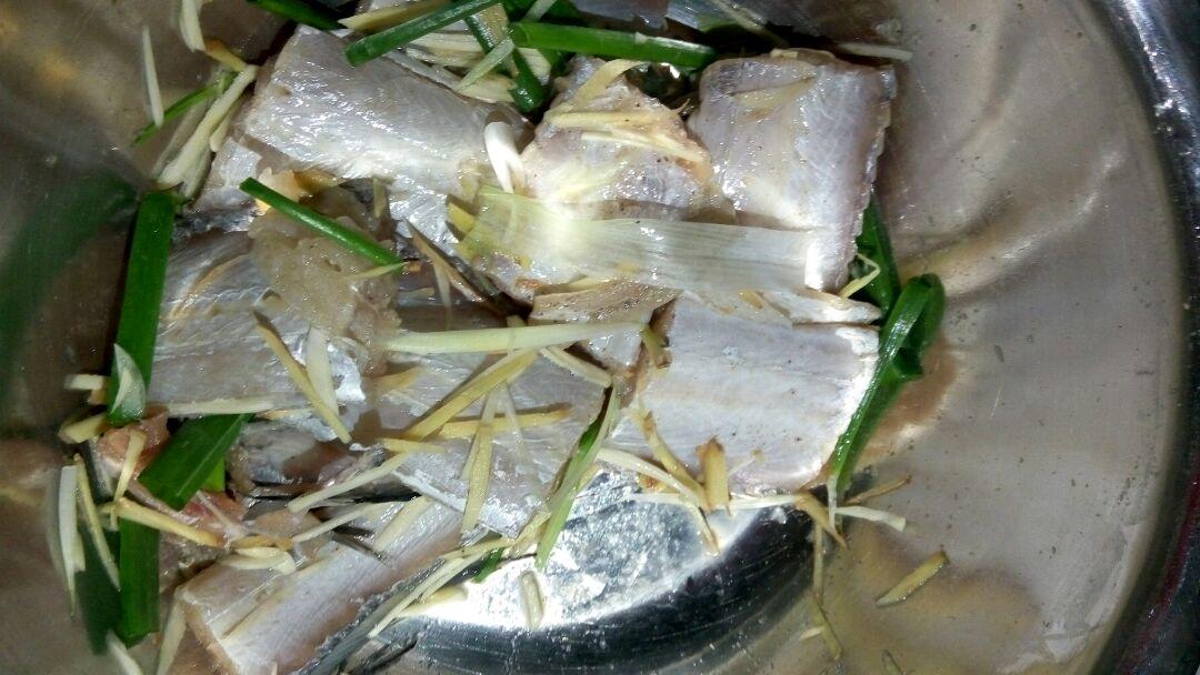 豆豉香煎带鱼的做法图解1