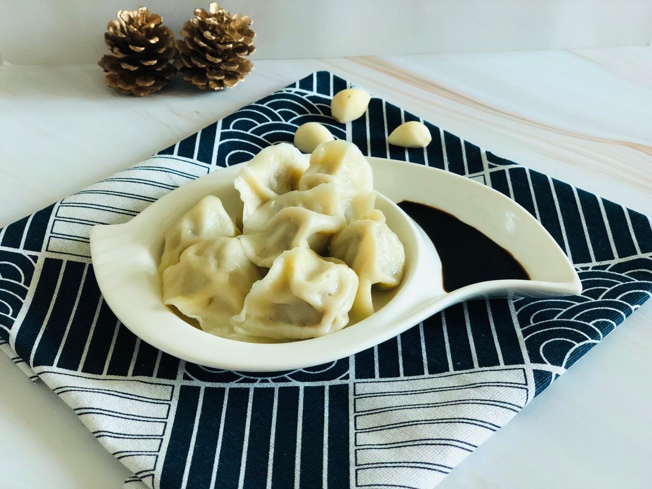 洋葱胡萝卜牛肉中油Naoh食品在饺子炸图片