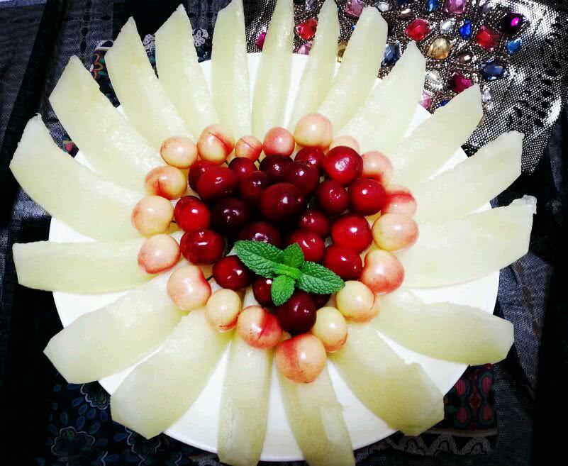 简单漂亮爱心水果拼盘