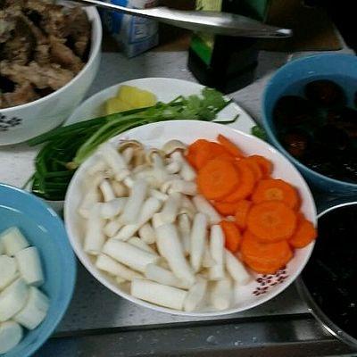 菜谱山药菌菇排骨汤的排骨_美食_豆果铁棍竹笋做法汤做法图片