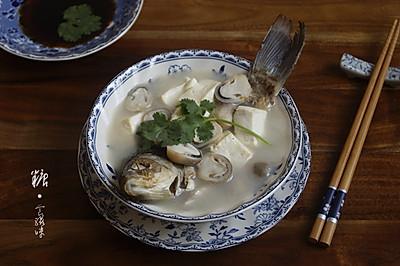 【鲫鱼豆腐汤】秋季进补不妨多喝点鱼汤
