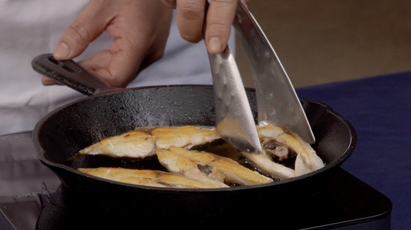 菜谱鲳鱼:北海大厨教你吃盐花的菜谱_海鲜_豆着好吃比较的做法烤图片