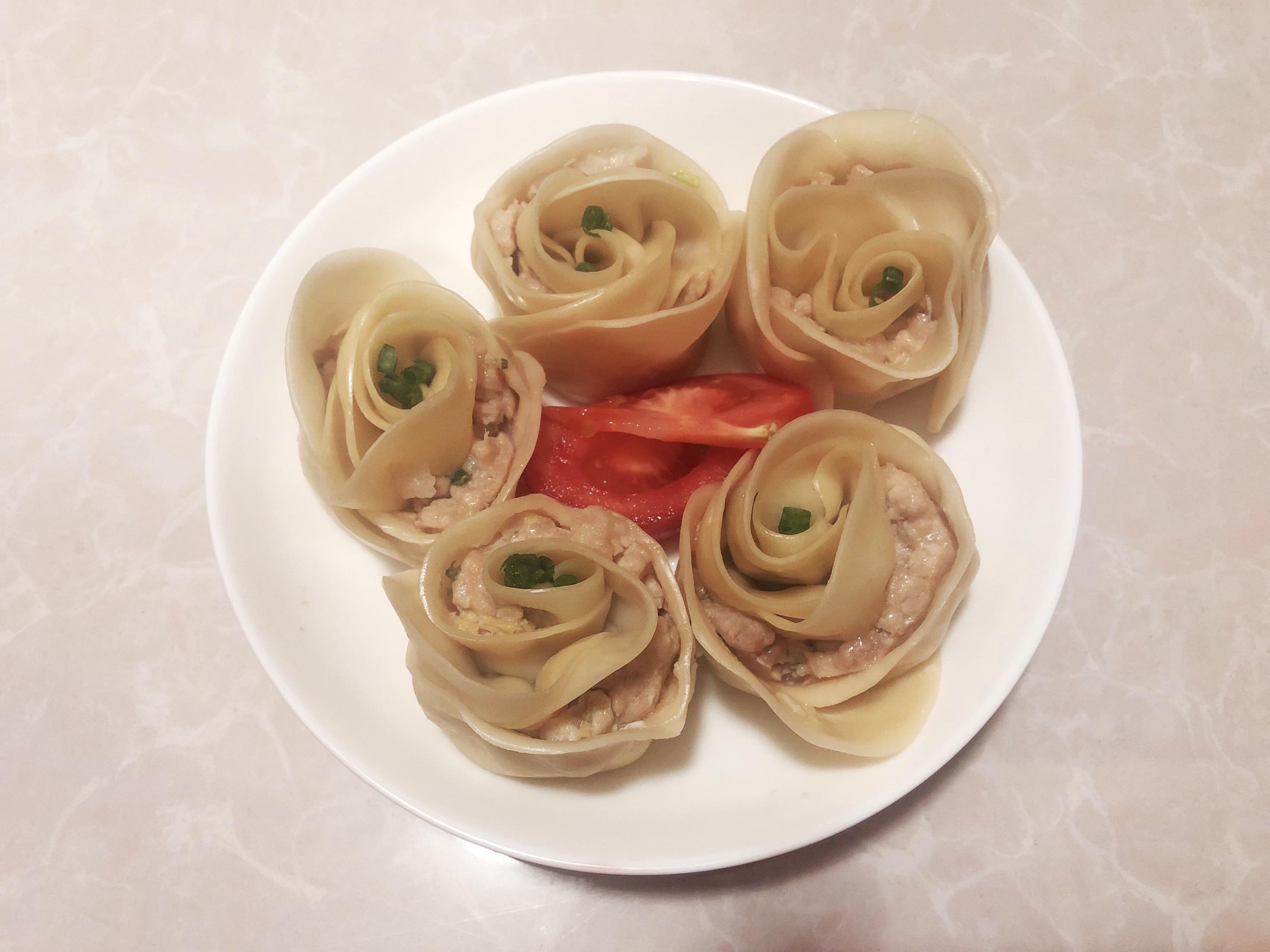 料酒两小滴 醋一小滴 淀粉少许 葱一根 姜一小片 玫瑰花饺的做法步骤