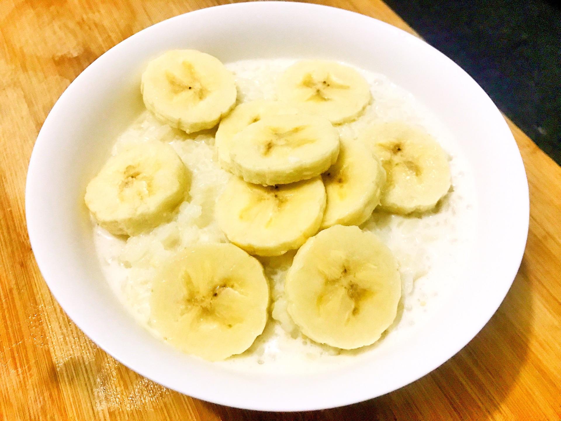 香蕉牛奶粥的做法图解3