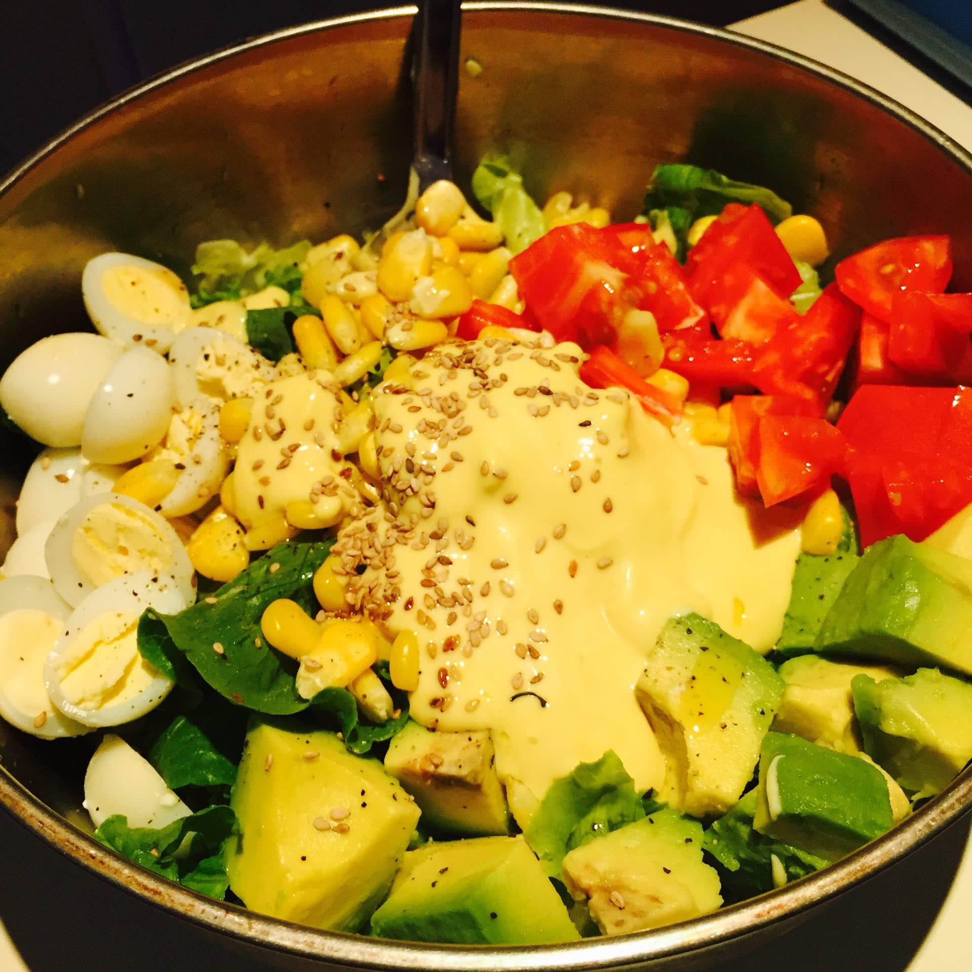 黄芥末酱适量 沙拉酱适量 熟芝麻适量 蔬菜沙拉的做法步骤        本
