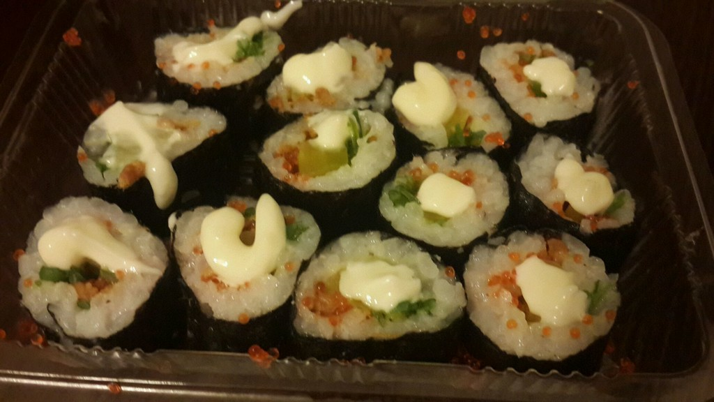 主料 寿司米 罗卜根 辅料   蟹子 海苔 海草 肉松 寿司饭团的