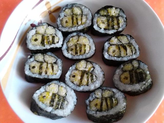 可爱的小蜜蜂寿司就完工了.