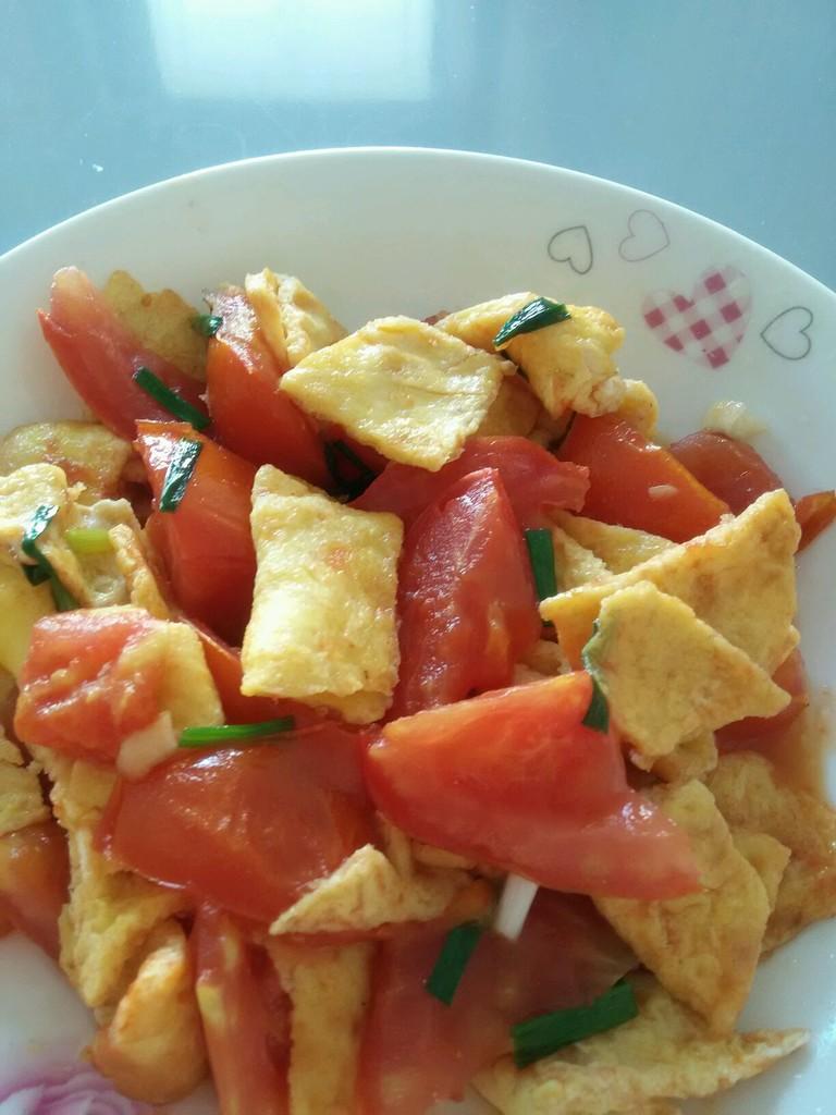 西红柿炒鸡蛋的做法步骤 1.