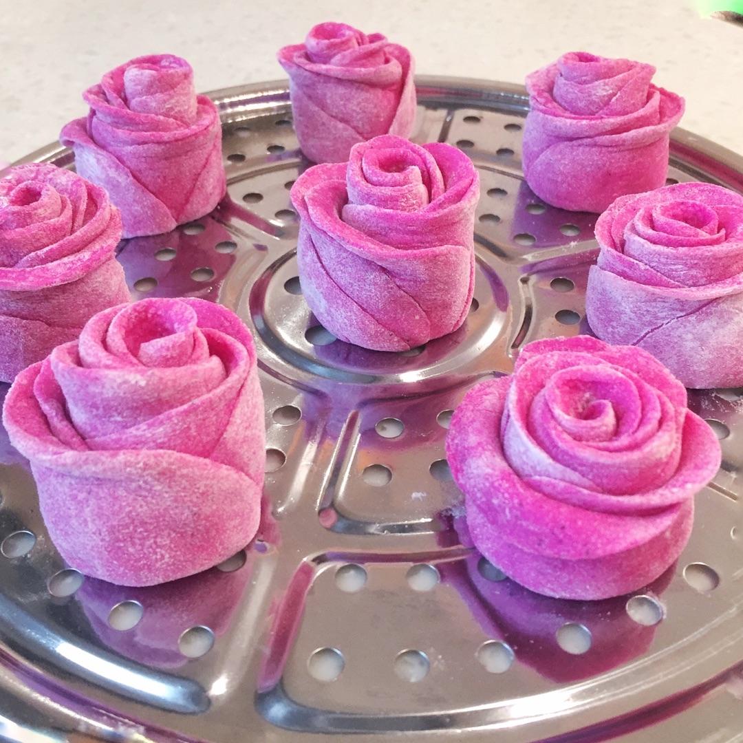 中筋面粉400g 酵母5g 砂糖20g 玫瑰花馒头 火龙果版本的做法步骤 很多
