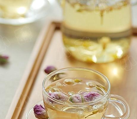 蜂蜜一汤匙 茉莉花干5g 辅料   开水500ml 茉莉玫瑰花茶的做法步骤 小