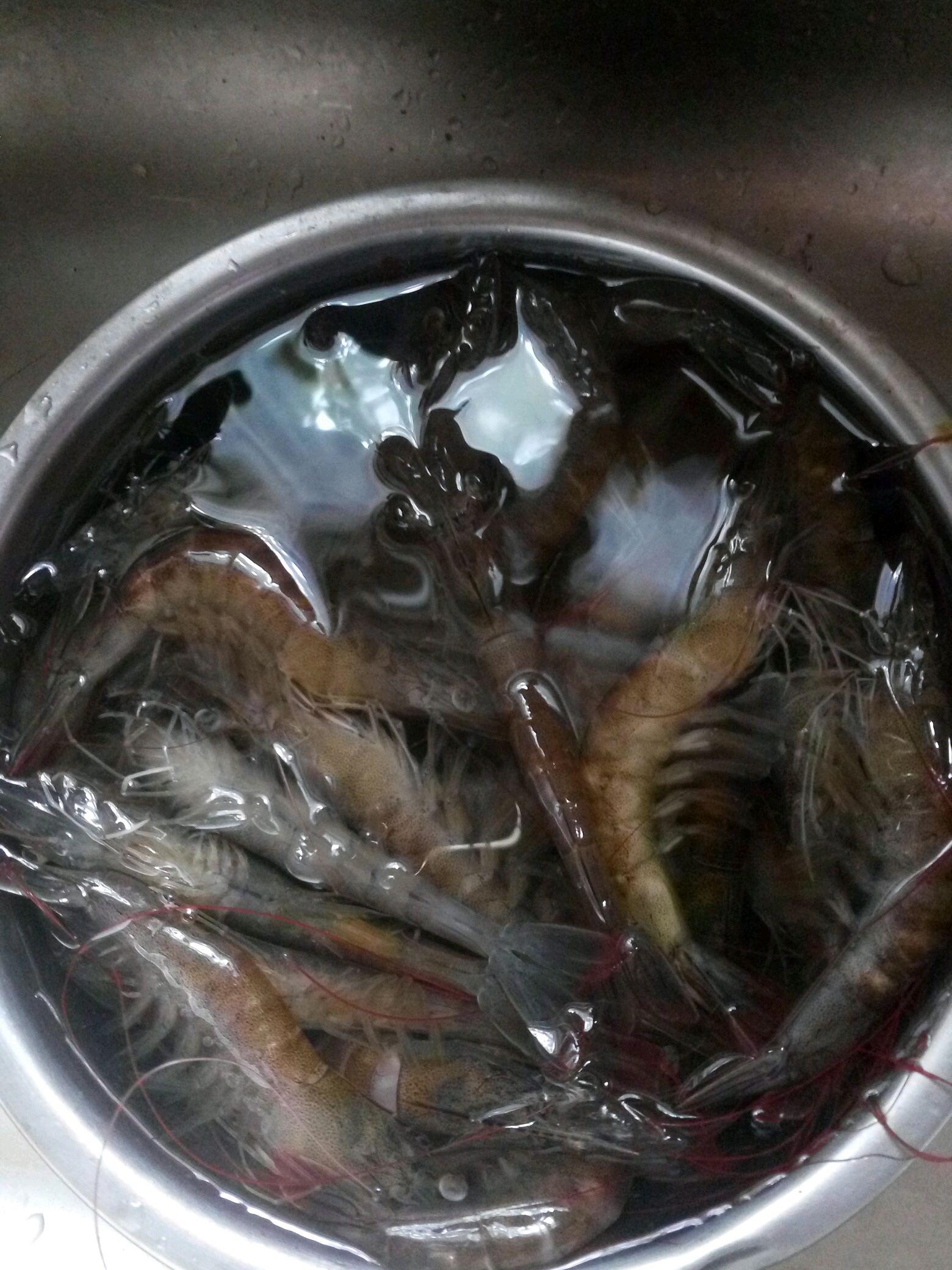 香辣大虾的做法图解1