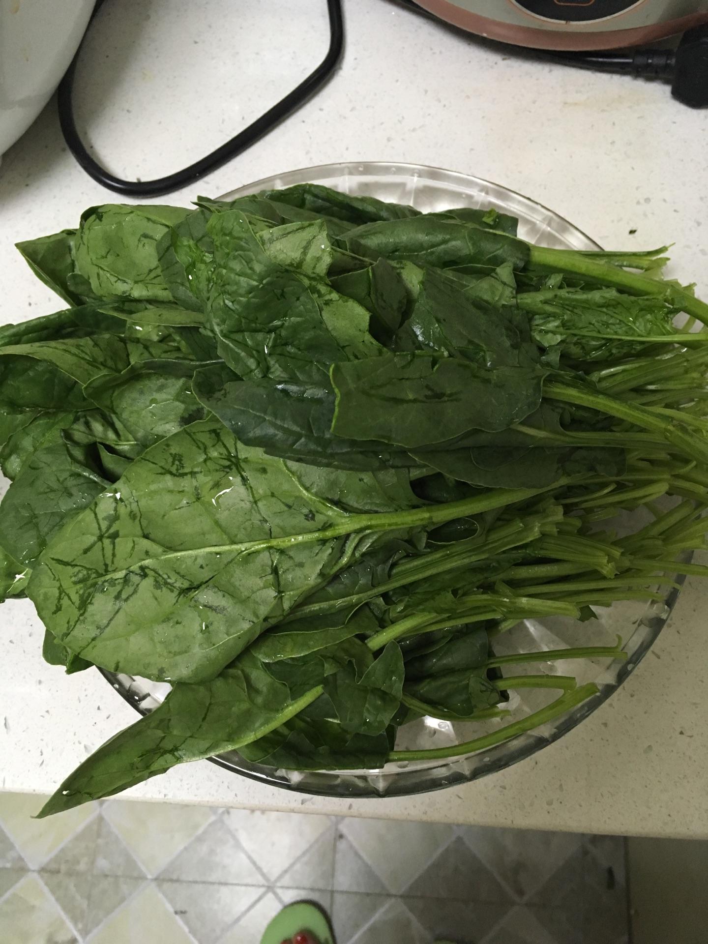 腰果菠菜的做法图解1