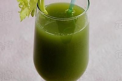夏季减肥,易胜博开户:排毒瘦身饮品——西芹蜂蜜汁