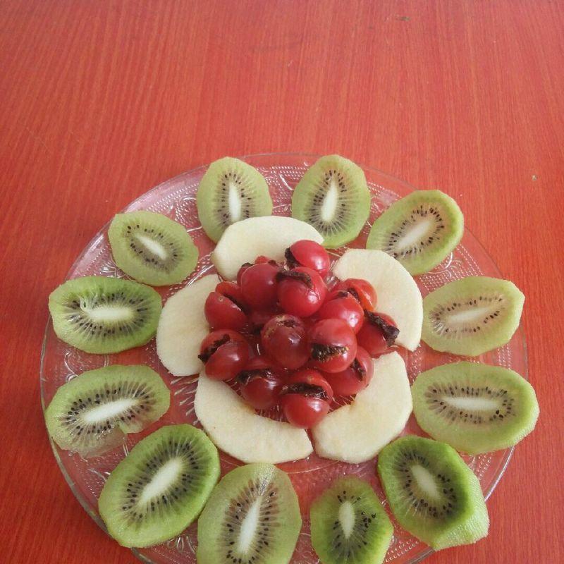 难度:切墩(初级)   主料 弥猴桃 苹果 西红柿 李干 水果拼盘的做法