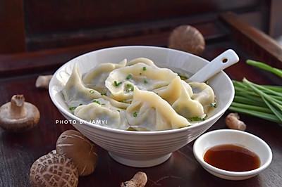 #快手又营养,我家的冬日必备菜品# 韭菜香菇猪肉饺