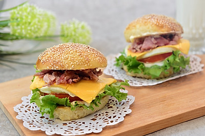 猪柳蛋汉堡(附汉堡包中种做法)#急速早餐#