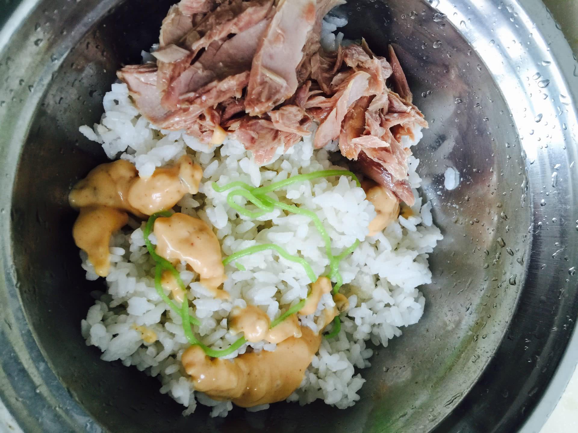 小朋友也都很爱吃 家里没有海苔也可以用日本的那种拌饭海苔 味道也很