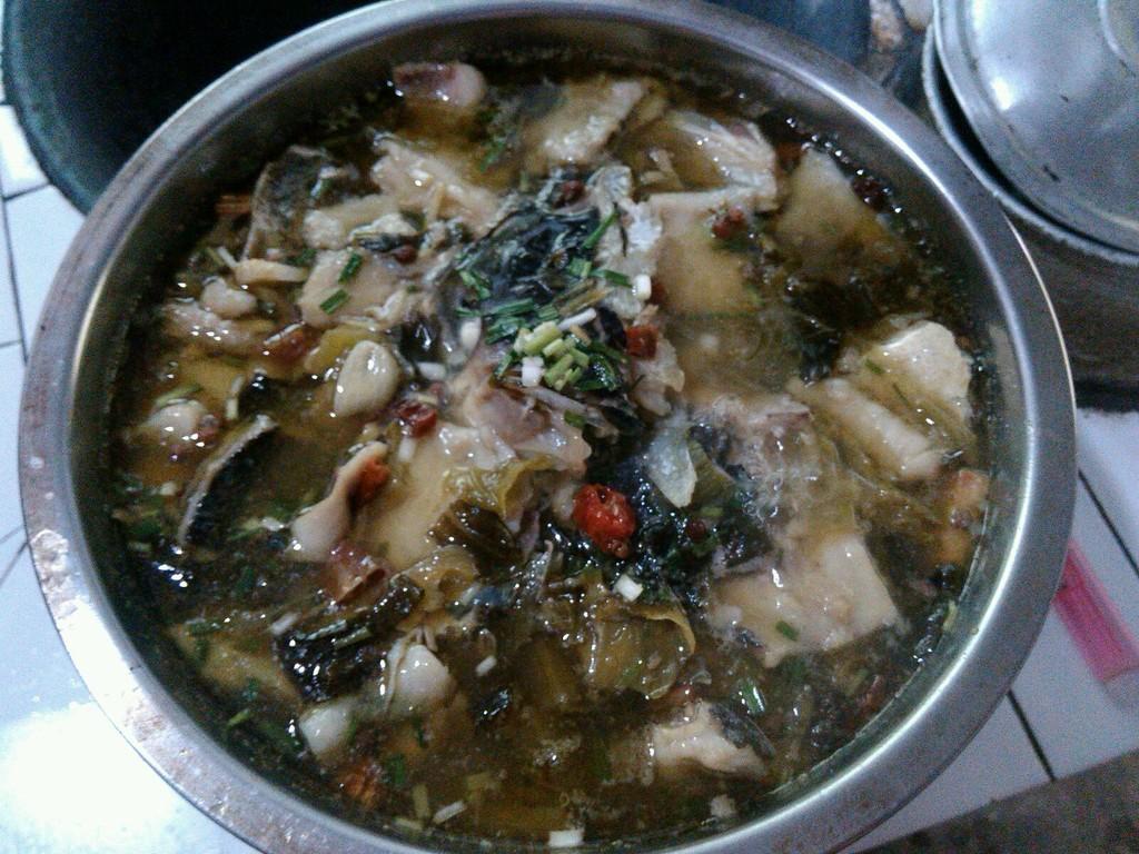 酸菜鱼的做法步骤 2.