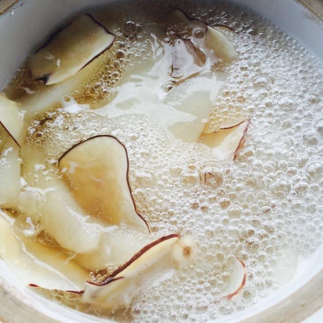 川贝海底椰皂角米雪梨糖水