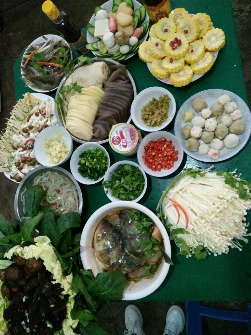 花椒一把(个人口味) 大葱一根 排骨500g 八角四个 川味火锅的做法步骤