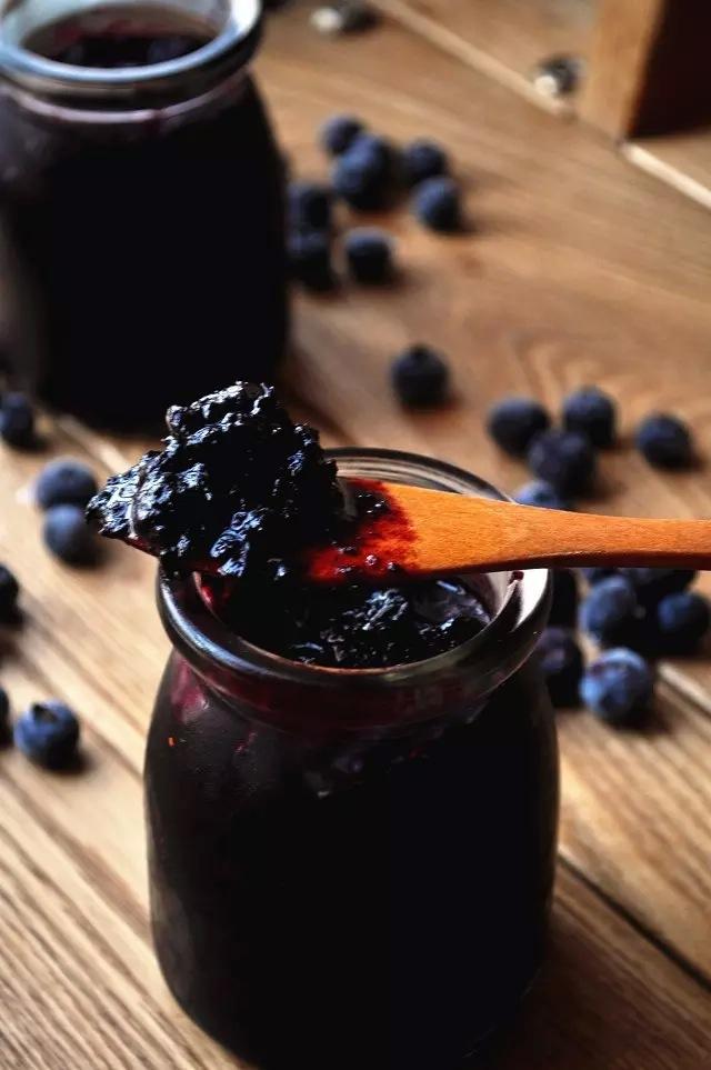 边看边做更方便 主料 500g 冰糖80g 柠檬汁适量 蓝莓果酱的做法步骤