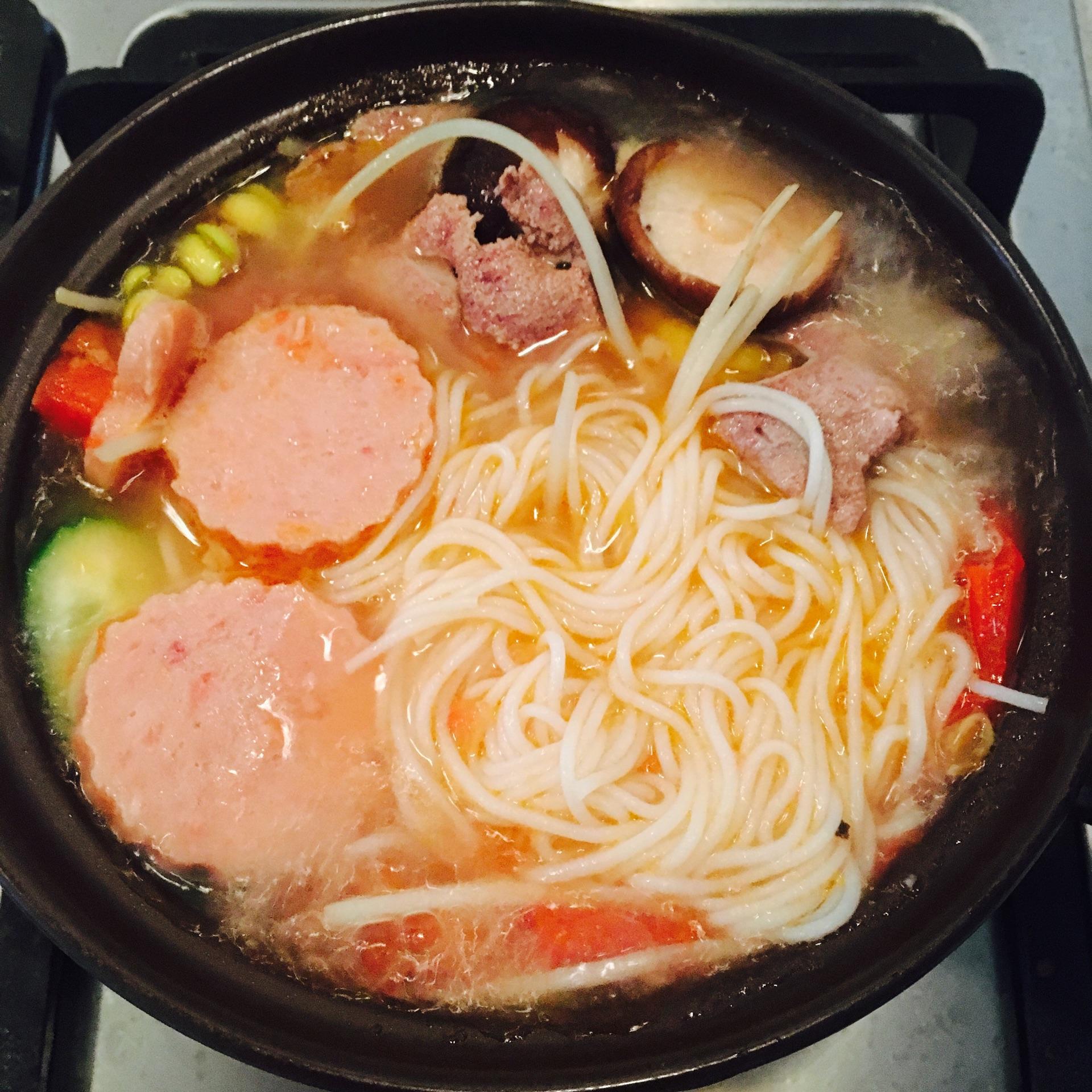三鲜砂锅米线的做法步骤
