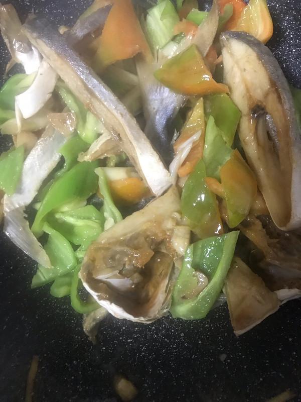 美食炒咸金鲳鱼干的草菇_青椒_豆果宝宝菜谱可以吃虫做法图片