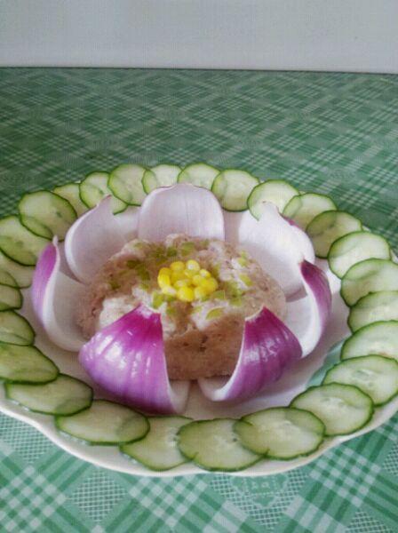 莲花蒸肉饼的做法步骤 1.