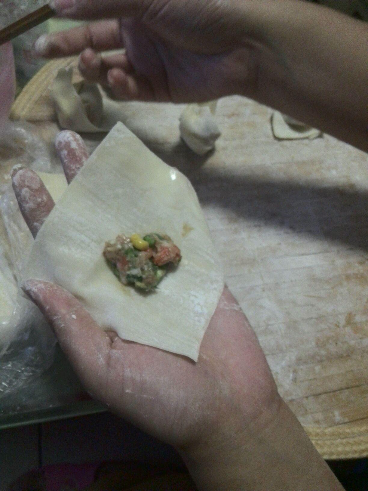 玉米饺子(带馄饨包法)的做法步骤