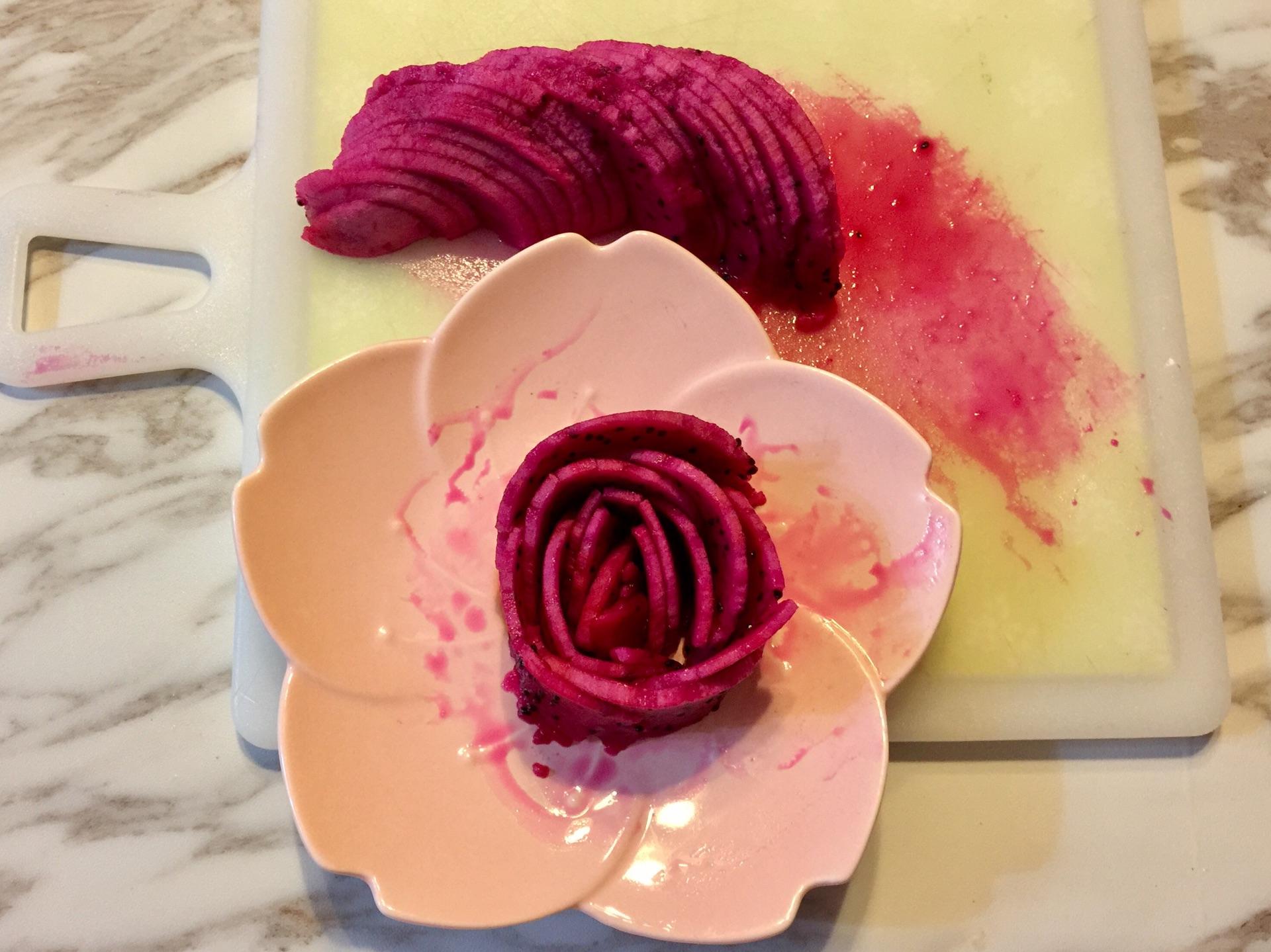 红心火龙果玫瑰花的做法步骤