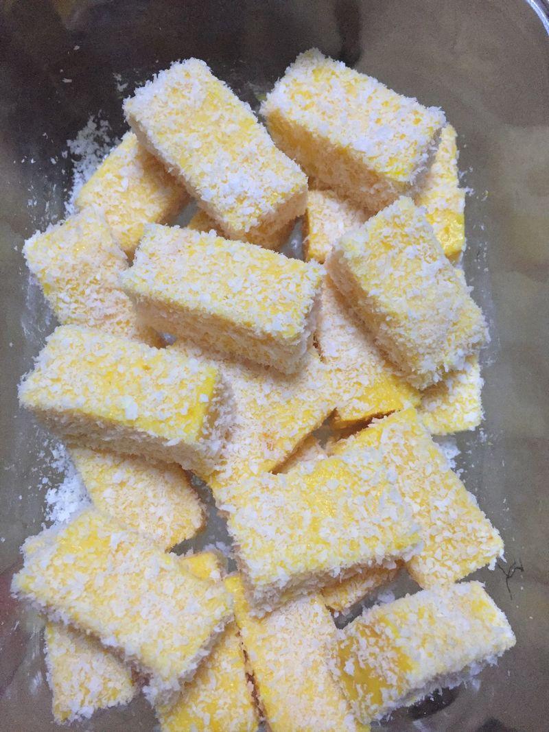 南瓜300g 淀粉60g 牛奶250ml 木糖醇75g 南瓜牛奶椰丝甜品的做法步骤