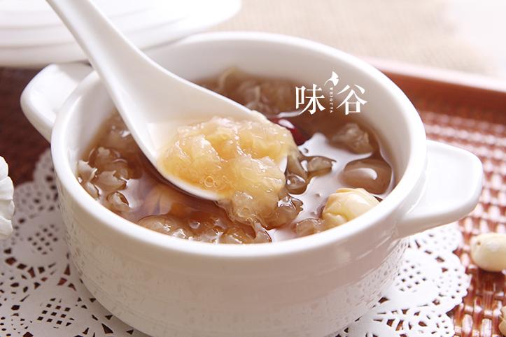 桂圆红枣莲子银耳羹的做法图解5