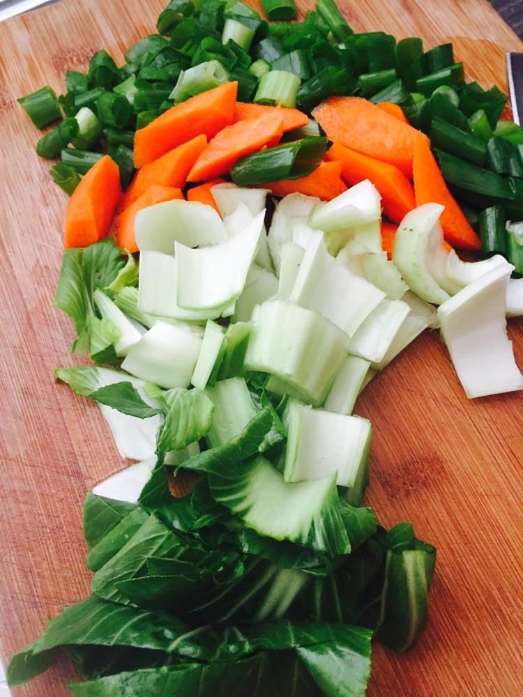 多彩蔬菜鸡蛋面的做法步骤