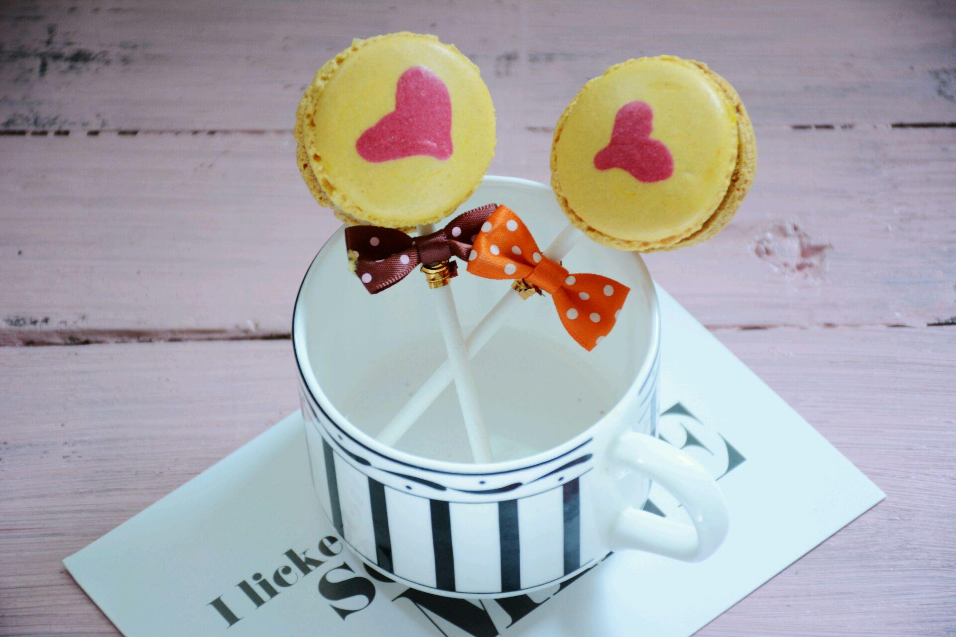 可爱的马卡龙爱心棒棒糖,酸酸甜甜的百香果搭配着焦糖味的棉花糖